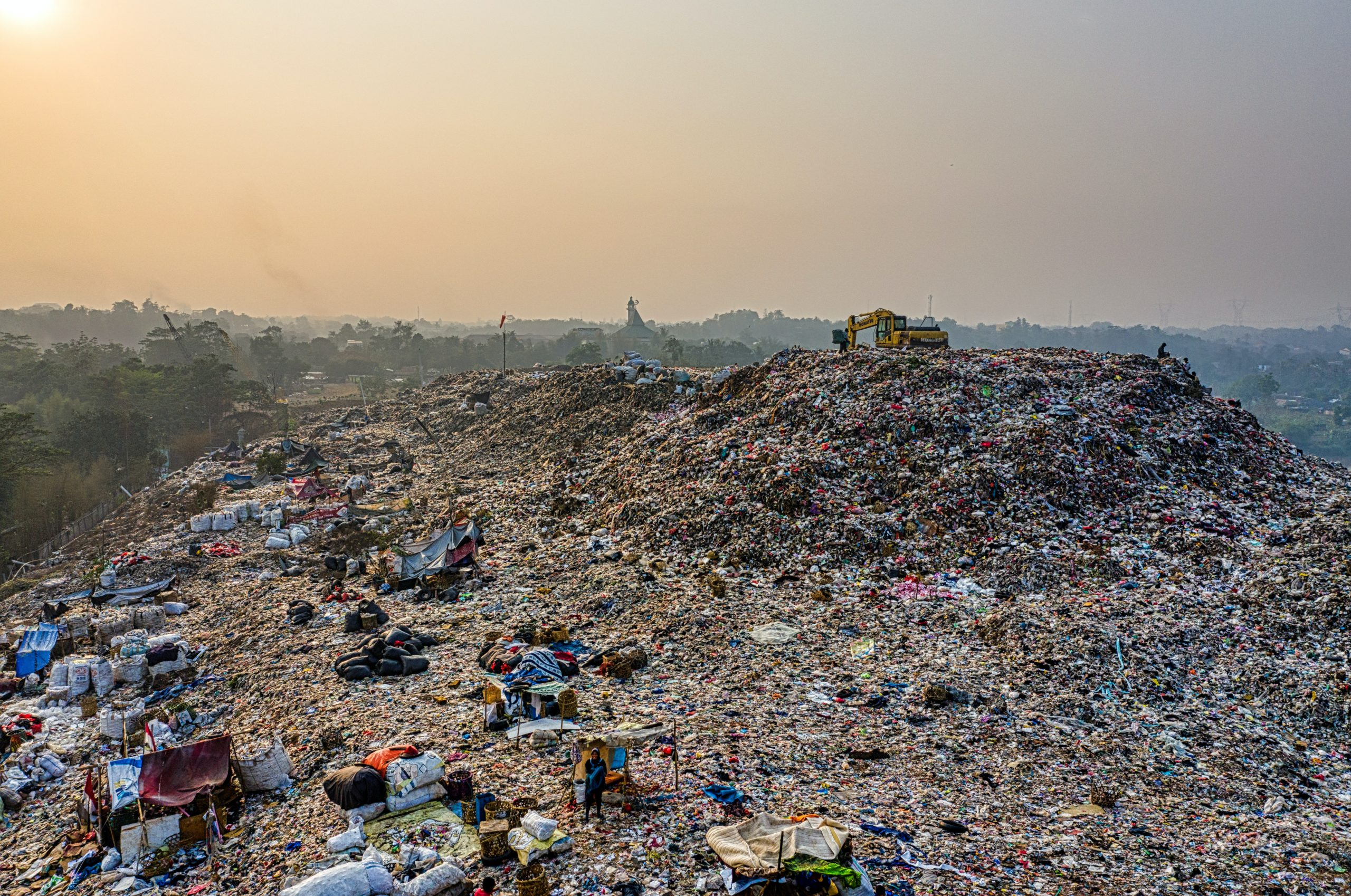 Why Is Landfill Bad For The Environment ?